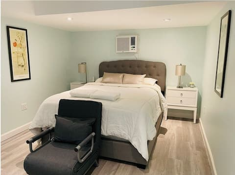 Relaxing Bedroom, Private Bath, Gardens & Near DFW