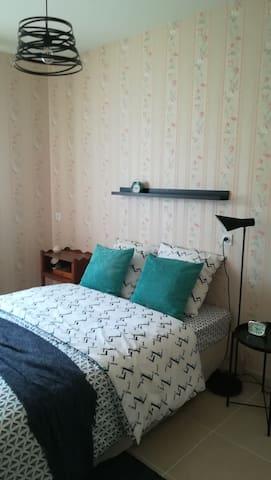 Chambre avec lit 2 personnes 140x200