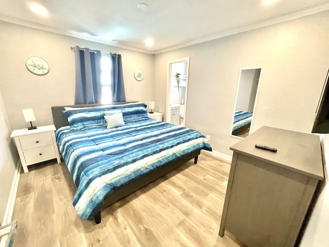 Forth bedroom - king size bed and private bathroom