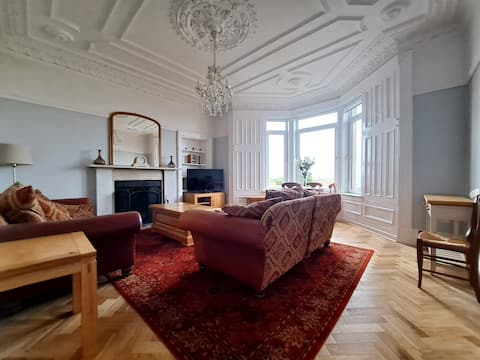 Stunning seafront apartment - newly refurbished