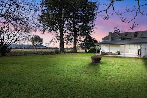 Fromelles Cottage- Secluded & Modern Country House