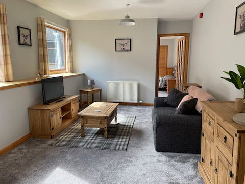 Bright 1-bed self-contained flat near Wick Harbour