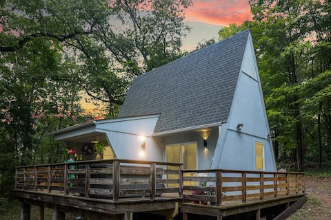 Fall in LOVE@ AVA! Iconic A-frame w/HOT TUB+RIVER!