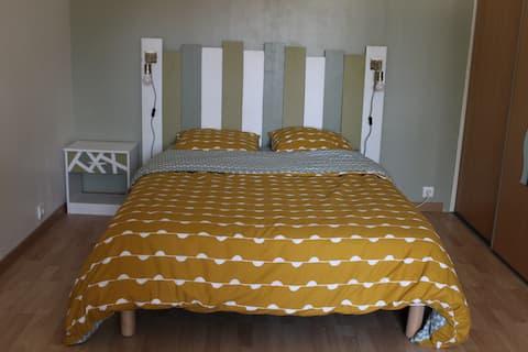 Chambre tout confort au calme.