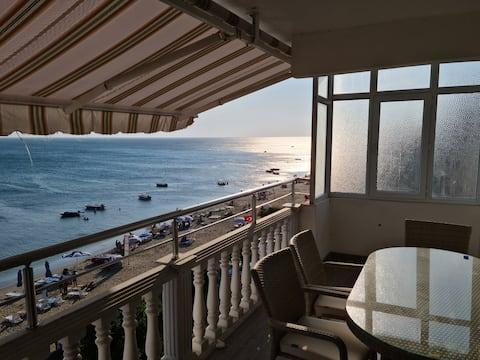 Квартира с 2 спальнями и потрясающим видом на пляж