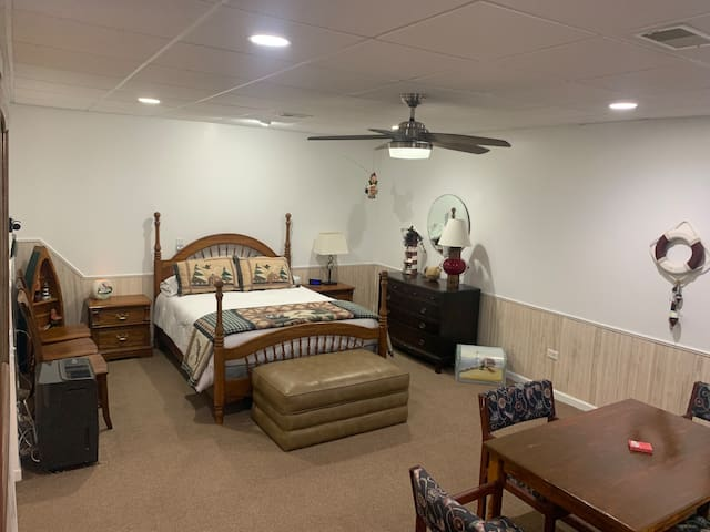 Lower Level Bed / Gathering Area - Queen
