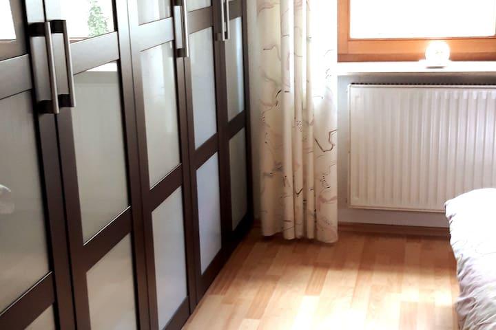 Schlafzimmer 1 mit Kleiderschrank, Kommode