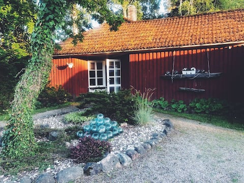 Romantic and cosy cottage with private garden