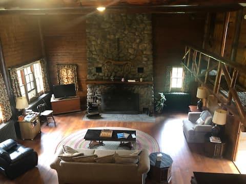 Spacious family lakeside homestead