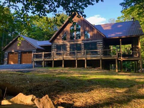 New Deep Creek Mountaintop Retreat Rustic Cabin
