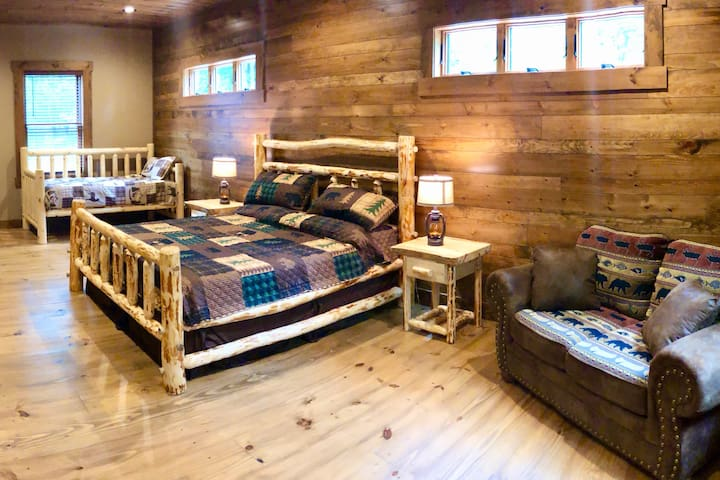 Spacious master bedroom with ensuite, walk in closet, sofa, and daybed.
