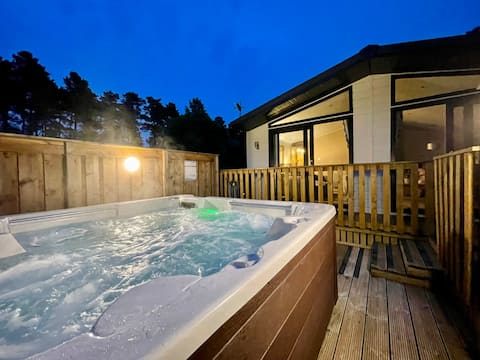 Stunning 'Signature' Lodge 3 Bedrooms With Hot Tub