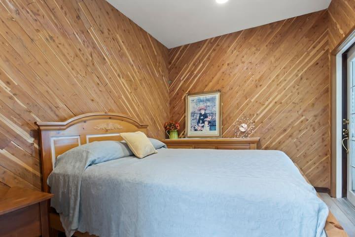 Bedroom Five Upstairs Queens