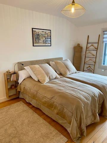 2 lits simples (90x190) avec matelas à mémoire de forme.