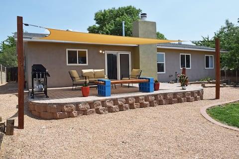 ~Southwest Escape~ Cozy Family & Pet Friendly Home