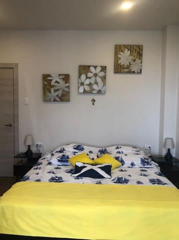 Habitación 1 con baño privado aloja dos personas