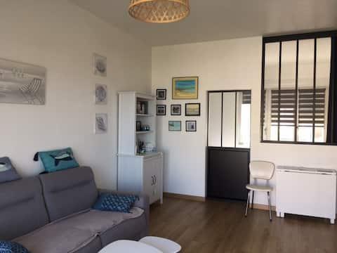 Appartement cosy face à la plage.