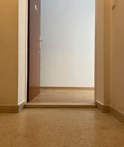 Vieraan sisäänkäynti on leveämpi kuin 81 cm