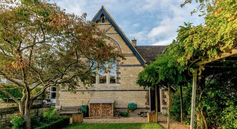 Converted Old School in idyllic Rutland village
