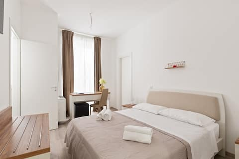 Private Room 800m from the beach!  Free WIFI & A/C