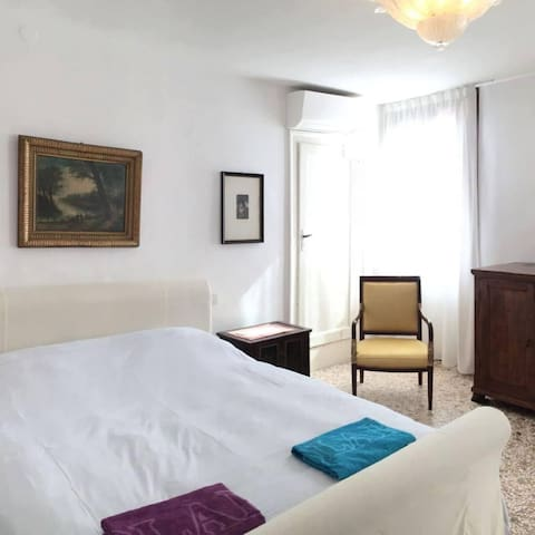 Room N1 1 double bed Air conditioned
