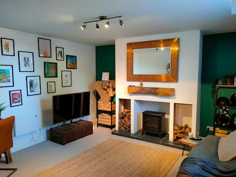 Lovely 1 Bed Maisonette with free parking
