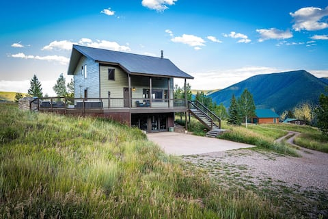 Hike, Fish and Relax With Stunning Views & Hot Tub