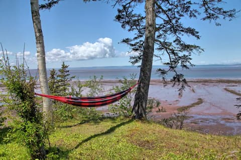 Rise N' Tide Cottage. Oceanfront. Bay of Fundy.