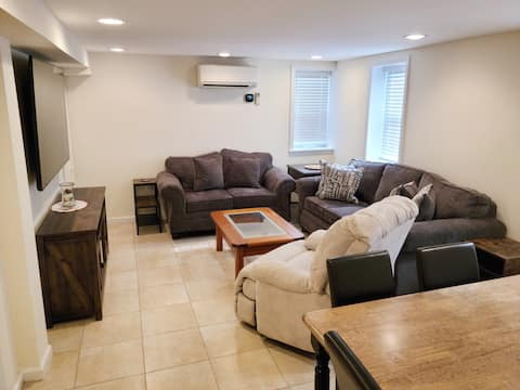 Beautiful, Warm & Modern Home with Beach Passes!!!
