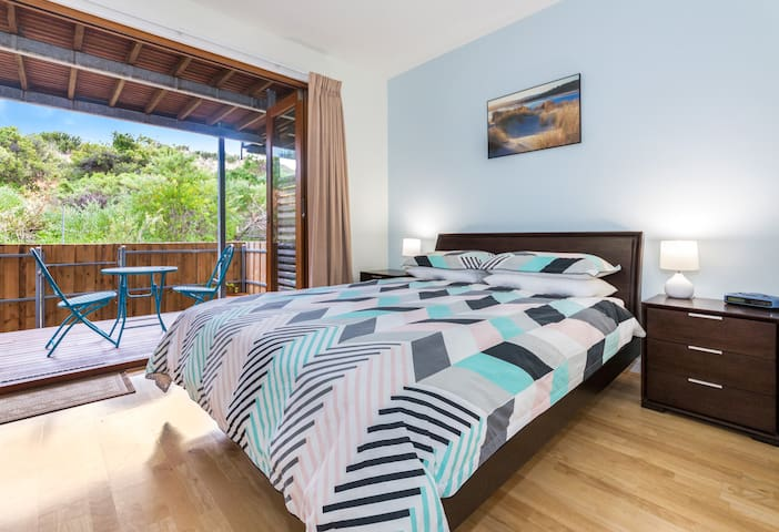 Villa 39 South Shores Resort, Normanville - Master bedroom with lower deck access