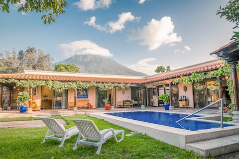 ♥ Views of the volcano from pool ♥ - CASA QUIJOTE