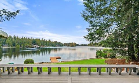 Lakefront on gorgeous Lake Limerick!