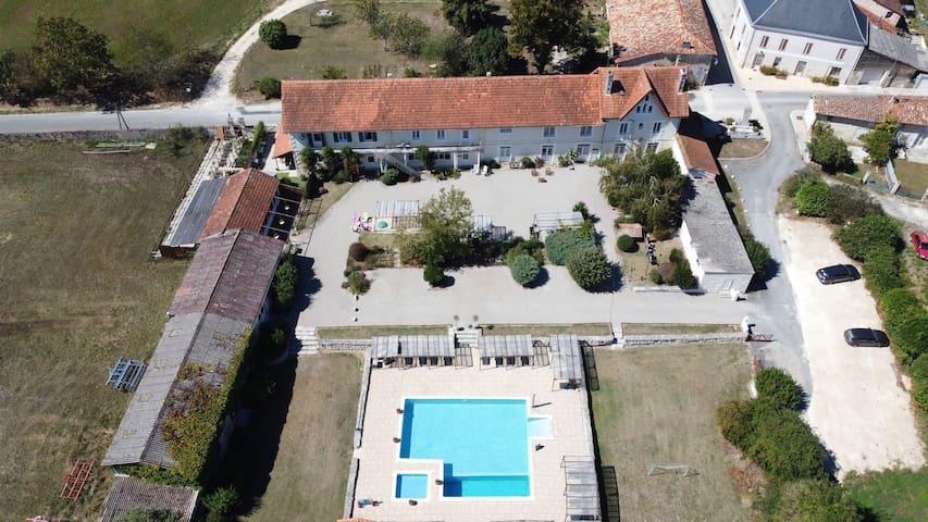 Amazing house on idyllic complex, pool, restaurant