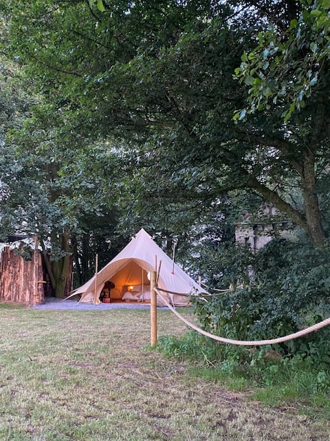 Secluded tipi with hot tub and stunning lake views