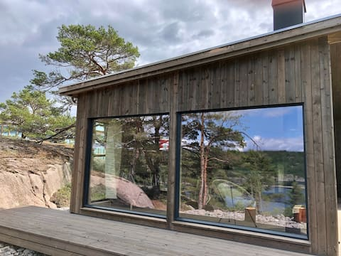 Stylish Seaside Cabin with Spectacular Views