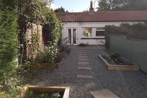 Beautiful 1 bedroom cottage with patio
