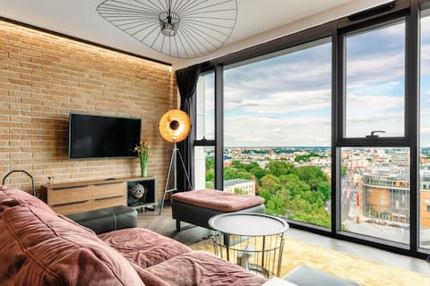 Apartment in the city center with a view and pool