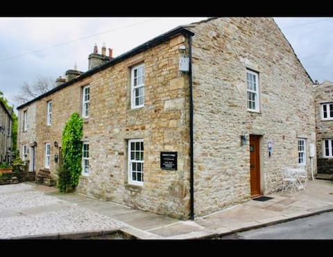 1 bedroom bolt hole in the heart of the Dales