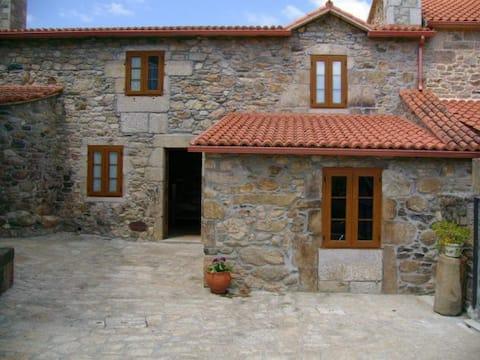 Casa rural con terreno propio próxima a Santiago