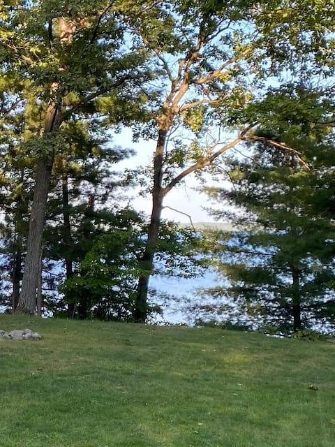 Tranquility on Grindstone Lake-Sleeps 4
