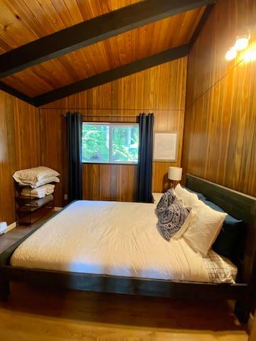 Queen Bedroom- Firm mattress