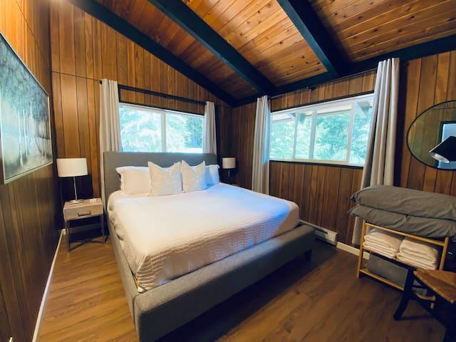 King bedroom, medium/plush mattress