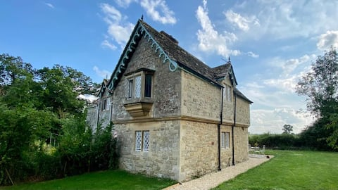 Charming Rural Cotswold Cottage Gardens & Views