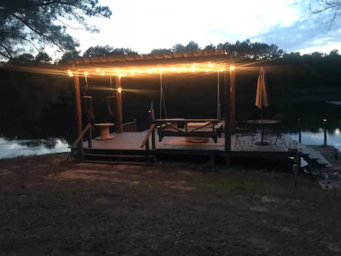 Quiet, peaceful lake view one bedroom guest house