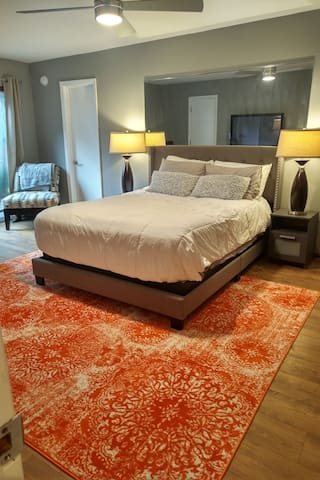 New Stearns and Foster luxury mattress, furnishings, fully sanitized, all linens including sheets, comforter, blankets, towels all changed between guests and fully washed on hot setting.