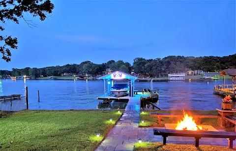 'On The Docks' Lakefront Rental/Cedar Creek Lake