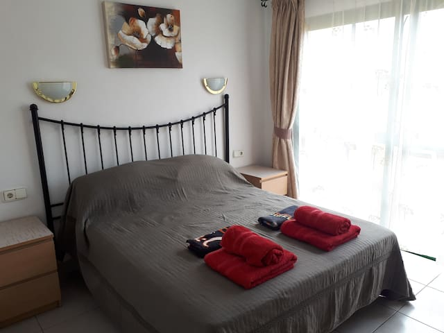 King size bed with patio doors leading to balcony