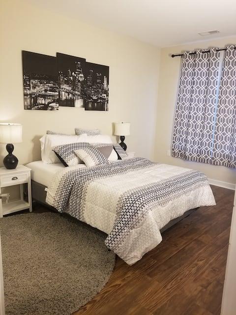Quiet & Cozy 1 bedroom luxury apt, great location!