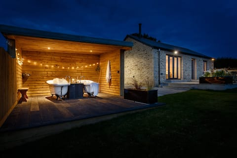 New quality barn conversion on the Roseland for 2