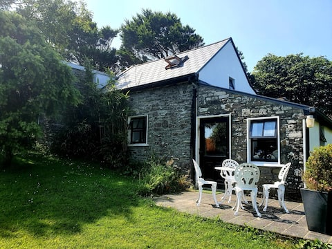 Quirky cottage with sea views